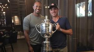 Tiger y Thomas, con el trofeo de campeón del PGA Championship