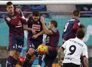 Alc�cer le ha metido cinco goles en cuatro partidos al Eibar