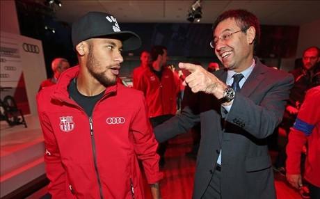 Bartomeu, junto a Neymar en un acto promocional