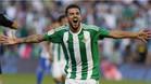 Dani Ceballos celebra un gol con el Real Betis en la Liga 2016/17