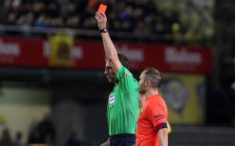 Fern�ndez Borbal�n expuls� a Pina por una dura entrada sobre Neymar por detr�s