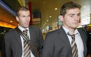 Zidane, con Casillas en un desplazamiento del Madrid