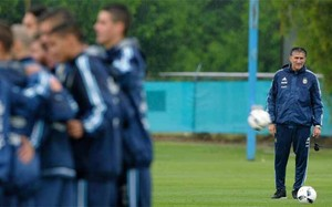 Edgardo Bauza ha dirigido este domingo la sesión de entrenamiento en Ezeiza. El técnico se ha puesto en manos de los jugadores