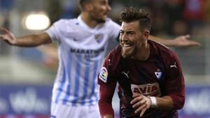 Sergi Enrich, celebrando su gol al Málaga