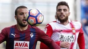 David López, en un lance del último partido disputado por el Espanyol en Eibar