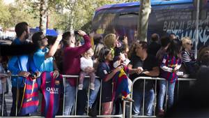 Al final serán 350 socios del FC Barcelona los que apoyarán al equipo en el Bernabéu