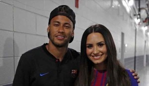 Neymar, junto a Demi Lovato