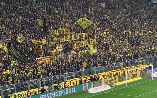 La afici�n del Borussia Dortmund, contra Hummels