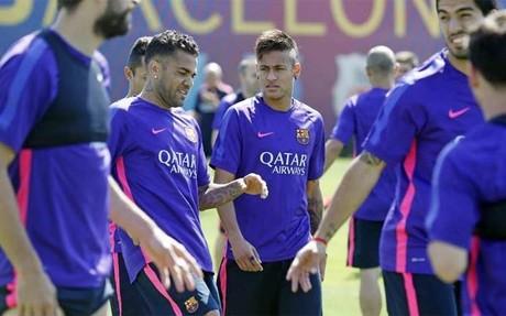 Alves y Neymar vuelven este jueves al trabajo