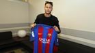 El Barça entregó al Chapecoense una camiseta firmada por todos los jugadores