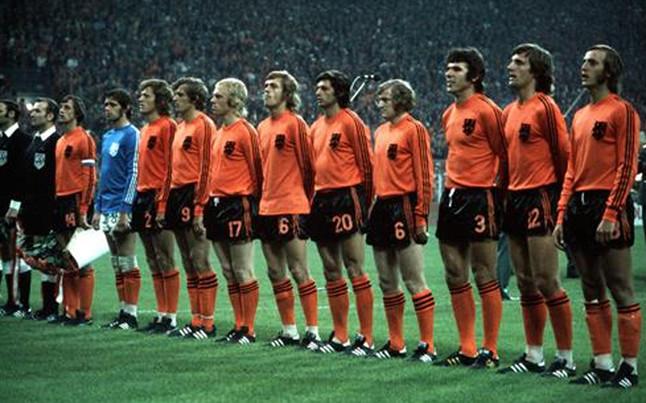 cruyff-llevo-solo-dos-rallas-camiseta-14