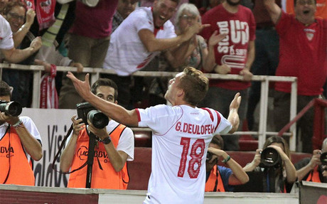 Deulofeu celebrando un gol con el Sevilla