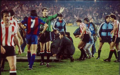 La final de Copa del Rey de 1984 ser� recordada por im�genes como esta