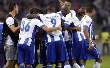 Jugadores del Porto celebran un gol ante el Lille