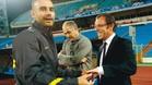 Sandro Rosell y Pep Guardiola conversan amigablemente antes de un entrenamiento de la Liga de Campeones