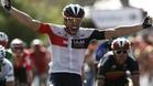 Alberto Contador no se libra del gafe y se vuelve a ir al suelo