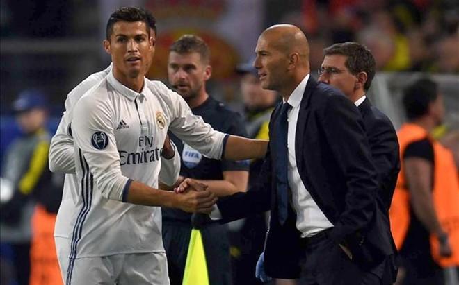 Cristiano recibi� la 'ayuda' de su entrenador, Zidane