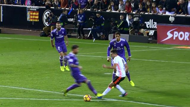 Video resumen: El posible penalti sobre Munir en el Valencia - Real Madrid (2-1)