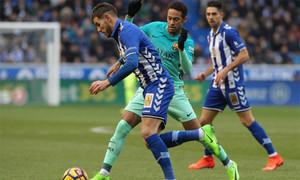 Theo Hernández y Neymar Junior en el partido entre Alavés y Barça de la Liga 2016/17