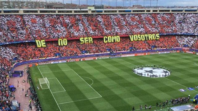 El Calderón lució un tifo contestando al que se vio en el Bernabéu