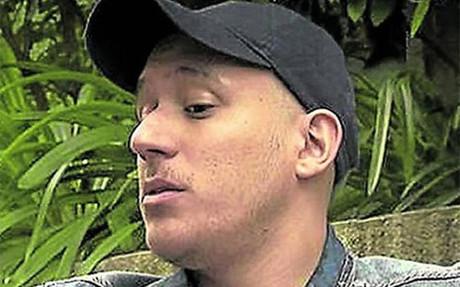 Jon�s Guti�rrez, que se distingu�a por su coleta, est� ahora calvo y luce una gorra