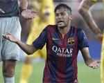 Neymar abandon� el Camp Nou cojeando visiblemente