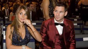 Antonela Roccuzzo y Leo Messi durante la gala de entrega del Balón de Oro 2013 en enero de 2014