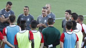 Lluís Carreras, dando instrucciones a sus jugadores