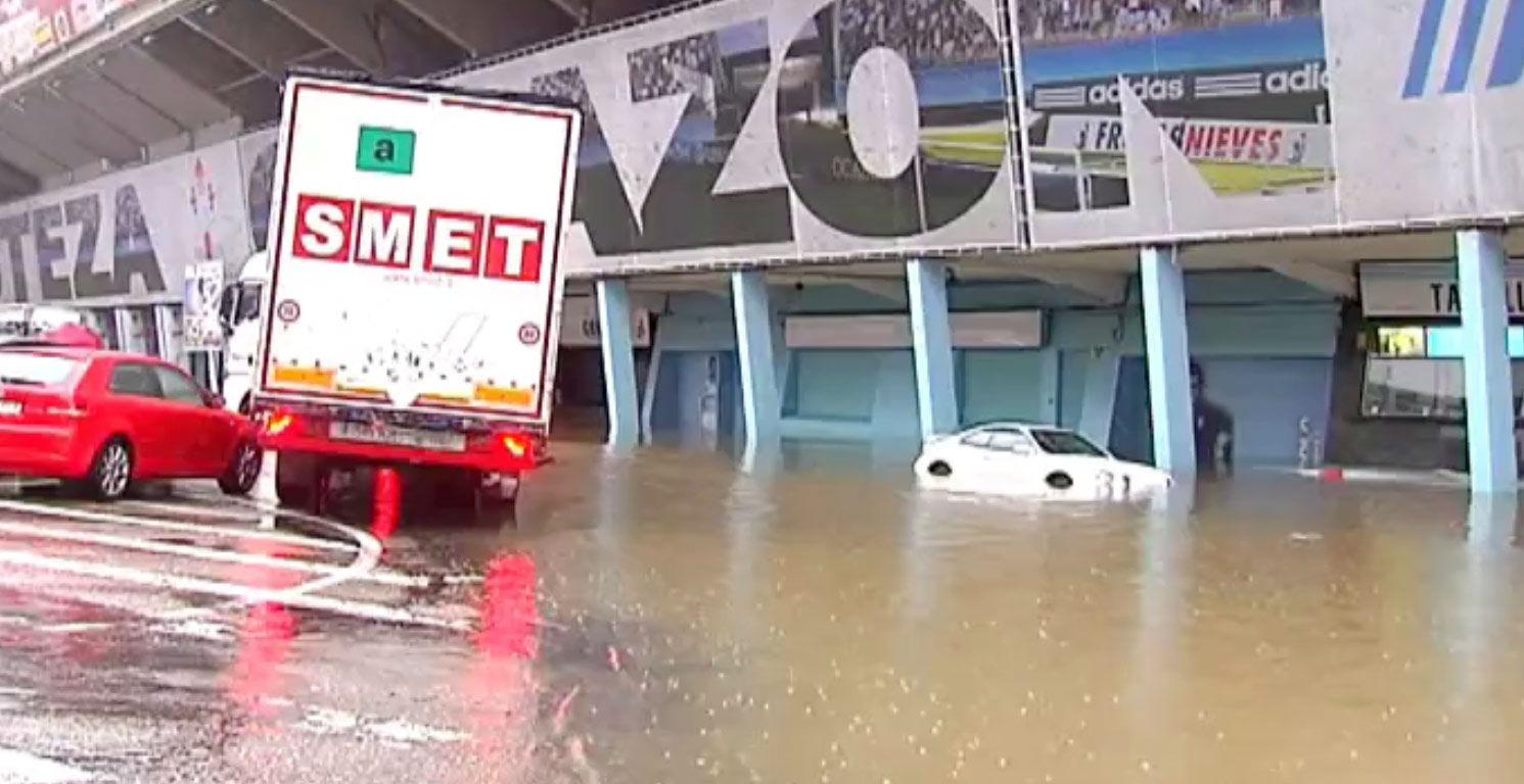 Riazor sufre inundaciones por la intensa lluvia en galicia for Oficinas bbva vigo