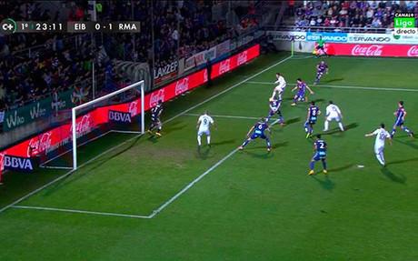 Fuera de juego de Benzema en el primer gol del Madrid