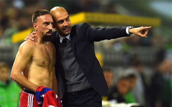 Guardiola, junto a Ribery