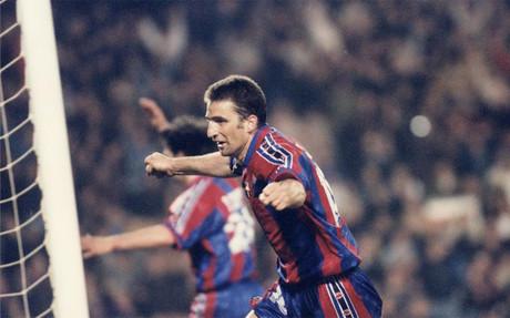 Juan Antonio Pizzi desató una de las mayores euforias que se recuerdan en un Barça-Atlético de Madrid. El delantero marcó el gol (el quinto) que abrió las puertas de las semifinales al equipo catalán. Sucedió la noche del 12 de marzo de 1997