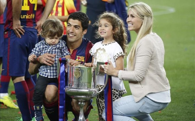 Luis Su�rez, siempre bien acompa�ado de su familia en sus �xitos deportivos