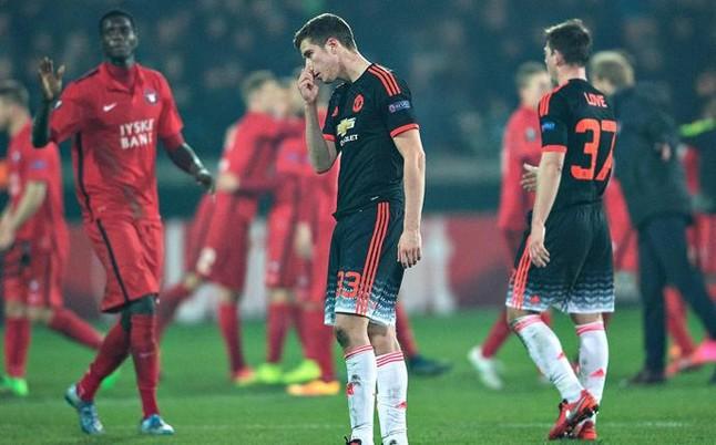 El Borussia Dortmund encarrila su pase y el Manchester United defrauda