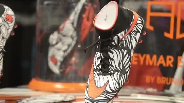 Neymar presenta sus nuevas botas