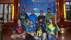 Un representante de cada club organizador acudió a la presentación del calendario de rugby playa 2017
