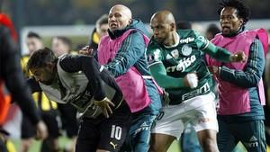 Felipe Melo, de Palmeiras, pelea con Matías Mier