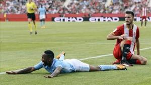 Alcalá, junto a Sterling en el amistoso ante el Manchester City