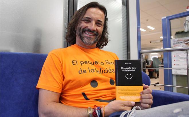 �ngel Rielo, con su libro 'El peque�o libro de la felicidad', todo un manual para ponerselas pilas
