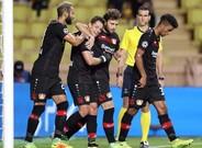 Chicharito anot� su tanto n�mero cien en la Champions, aunque el Bayer Leverkusen no gan�