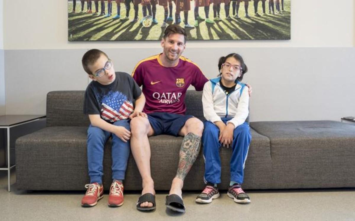 El bonito gesto de Leo Messi con niños discapacitados