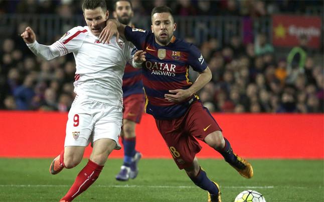 """Jordi Alba: """"Los tres de arriba deciden, pero se sienten uno m�s"""""""