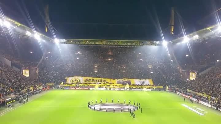 Otro incre�ble tifo de la afici�n del Borussia Dortmund