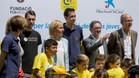 Sergio Busquets inaugur� la Cruyff Court en Bad�a