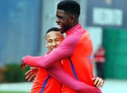 Umtiti, junto a Neymar durante un entrenamiento
