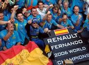 Alonso, celebrando su segundo mundial con Renault, en Brasil 2006