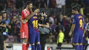 Gianluigi Buffon, Leo Messi y Luis Suárez al finalizar el Barça-Juventus de la Champions 2017/18