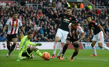 El Sunderland derrot� al Manchester United, que sigue en su l�nea irregular