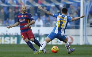 Mascherano, en una acción del RCD Espanyol-FC Barcelona celebrado el Cornellà-El Prat (0-0)