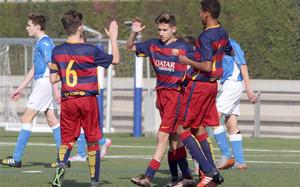 El Infantil A es uno de los equipos del fútbol base del Barça que lidera su clasificación